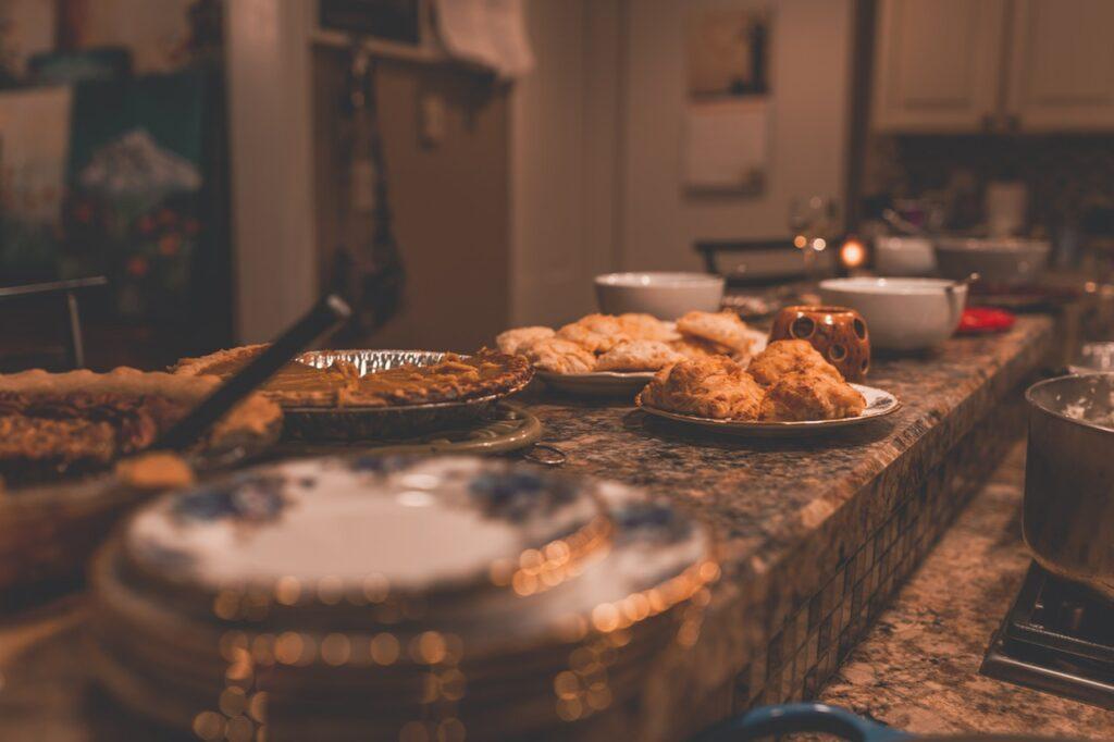 how-to-host-thanksgiving-dinner
